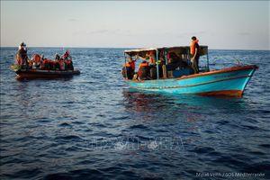 Giải cứu 124 người nhập cư bất hợp pháp ở ngoài khơi Libya