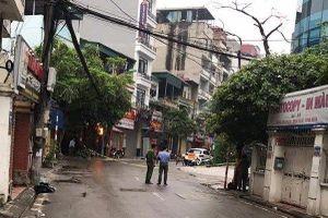 Hà Nội: Phong tỏa đoạn phố để bắt 3 con chó dữ thả rông