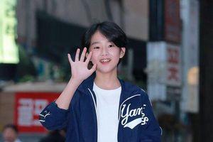 Tiệc liên hoan phim 'Arthdal Chronicles': Song Joong Ki vắng mặt, Kim Ji Won xinh xắn bên Jang Dong Gun