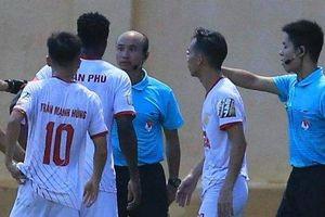 Nam Định bị từ chối bàn thắng gây tranh cãi trước Thanh Hóa