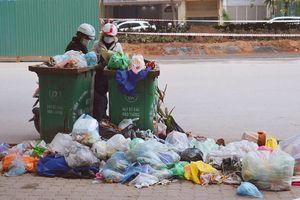 Hai thùng rác bị lãng quên!