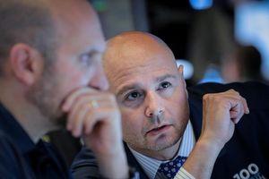 Nhà đầu tư bi quan, chứng khoán Mỹ xuống đáy 3 tháng