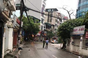 Cảnh sát phong tỏa cả con phố để bắt 3 con chó dữ thả rông