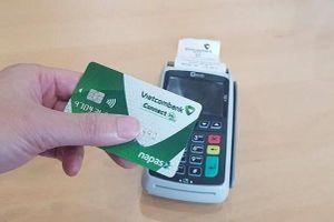 Ngân hàng - khách hàng, ai sẽ 'gánh' chi phí chuyển đổi thẻ từ sang thẻ chip?