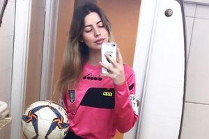 Cầu thủ 14 tuổi bị cấm thi đấu vì tụt quần trước nữ trọng tài