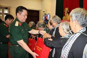 Bộ Quốc phòng gặp mặt Đoàn đại biểu Đội quân tóc dài tỉnh Bến Tre