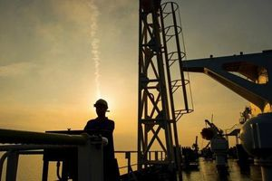Mỹ đe thẳng tay với bất cứ nước nào mua dầu của Iran