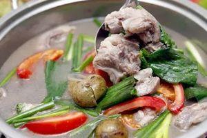 Canh sườn nấu sấu chua đơn giản mà đưa cơm, cả nhà vét sạch nồi