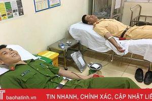4 chiến sỹ Công an Hà Tĩnh hiến máu cứu người