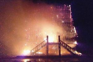Sét đánh cháy rụi nhà rông huyện Đăk Hà