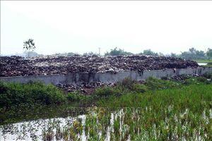 Hàng trăm hộ dân khốn khổ bên bãi rác quá tải