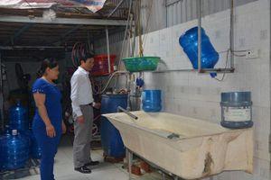 Tăng cường lấy mẫu nước đóng chai để kiểm nghiệm chất lượng