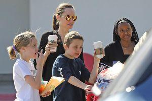 Angelina Jolie mua sắm cùng các con trong ngày nghỉ