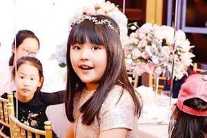Cuộc sống phủ đầy hàng hiệu của con gái MC quyền lực Trung Quốc