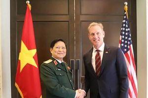 Bộ trưởng Ngô Xuân Lịch thực hiện hàng loạt các cuộc gặp song phương tại Shangri-La 18