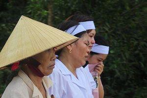 Đau thắt lòng lễ tang 5 học sinh đuối nước ở Nghệ An