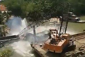 Vụ sập cầu Tân Nghĩa ở Đồng Tháp: Cần cẩu gãy đôi khi trục vớt xe tải