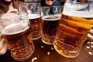 Từ hôm nay, khách say rượu bia sẽ không được đi máy bay