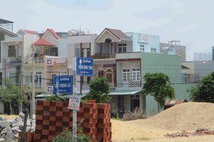 Bình Định: Bãi tập kết cát, xà bần trong khu dân cư hơn hai năm, trách nhiệm chính quyền ở đâu?