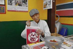 Tự mình tô vẽ, cụ ông 97 tuổi không ngờ ngôi làng cũ trở thành nơi thu hút hàng triệu người đến thăm