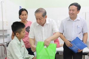 Nhiều phần quà ý nghĩa dành tặng các em nhỏ đang điều trị tại Bệnh viện Trung ương Huế