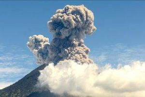 Núi lửa Agung ở Indonesia lại thức giấc