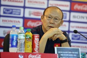 HLV Park Hang Seo: Không gọi cầu thủ theo quen biết, Schmidt và Mạc Hồng Quân nằm trong danh sách dự bị