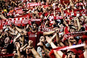 Khoảnh khắc biển người tại Anh ăn mừng chức vô địch của Liverpool