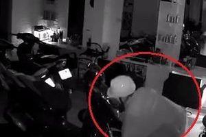 Trộm lẻn vào nhà dân lấy một lần 3 chiếc xe máy ở Hà Nội