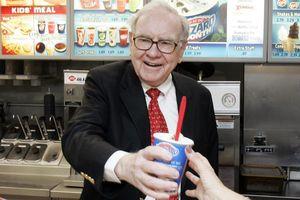Bỏ ra 4,6 triệu USD để được ăn sandwich cùng tỷ phú Warren Buffett