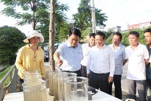 Chủ tịch Nguyễn Đức Chung kiểm tra công tác làm sạch sông Tô Lịch bằng công nghệ châu Âu