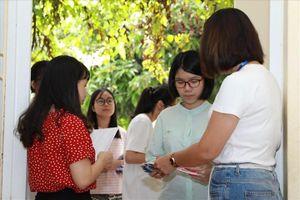 Đề thi, đáp án môn Toán kỳ thi tuyển sinh vào lớp 10 ở Hà Nội