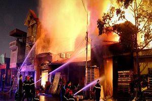 Cháy dữ dội cửa hàng điện tử tại Bến Tre, thiệt hại hơn 1 tỉ đồng
