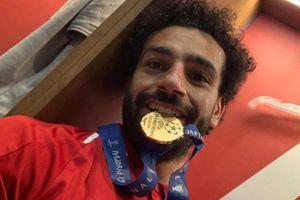 Các cầu thủ Liverpool ăn mừng như 'điên dại' trong phòng thay đồ