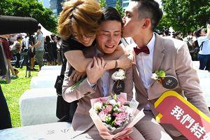 Hình ảnh cảm động từ đám cưới của những cặp đôi đồng tính được chính thức công nhận ở Đài Loan