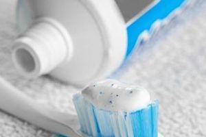 Khi đi mua kem đánh răng bạn đừng quên kiểm tra 2 thứ quan trọng này