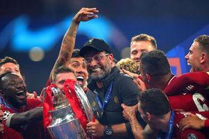 Klopp xúc động khi hoàn thành lời hứa với Liverpool