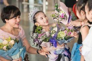 'Hoa hậu nhí' Elsa Thiên Long rạng rỡ khi trở về Việt Nam