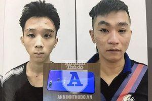 Lộ mặt hai thanh niên vác theo gạch đe dọa người đi đường để cướp điện thoại
