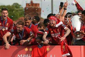 Triệu fan Liverpool nhuộm đỏ thành phố, háo hức đón cúp châu Âu