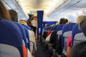 Tiếp viên đau đầu vì khách Trung Quốc liên tiếp 'cầm nhầm' trên máy bay