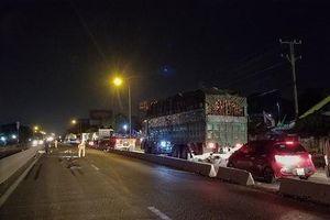Bình Dương: Xe container tông tử vong 2 thanh niên đi xe máy rồi bỏ trốn