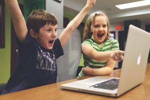 Có nên quy định tuổi sử dụng mạng xã hội cho trẻ?