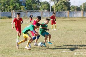 Đội bóng thiếu niên Yên Thành giao hữu với thiếu niên Diễn Châu trước thềm Cúp Báo Nghệ An