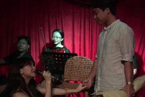 Bất Ngờ Chưa: Hòa Minzy quỳ gối cầu hôn bạn trai nhân kỷ niệm 2 năm yêu nhau