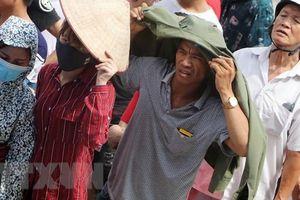 Người hâm mộ xếp hàng dài chờ mua vé xem U23 Việt Nam thi đấu