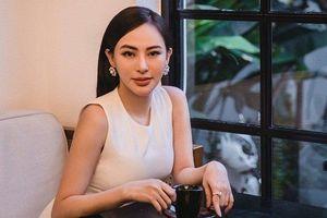 Hoa hậu Thu Hoàng đẹp dịu dàng với trang phục đen trắng