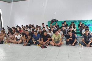Nhiều nam thanh nữ tú 'phê' ma túy khi cảnh sát vào kiểm tra quán karaoke ở Sài Gòn