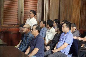 Việt kiều Mỹ buôn lậu 'siêu xe' bỏ trốn, cựu công an hầu tòa