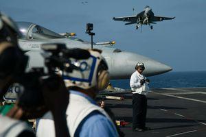 Những ngày tàu sân bay Mỹ đậu ngoài Vùng Vịnh, đợi 'nắn gân' Iran